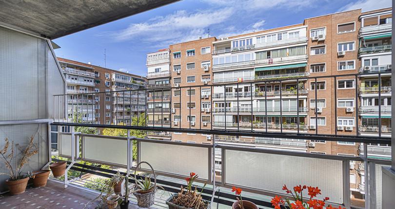 Piso de 4 dormitorios en la Calle Bristol del Parque de las Avenidas. Madrid